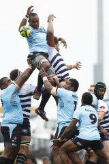 Filimoni Camaitovu of Fiji Drua knocks the ball to Peni Matawalu of Fijian Drua (3R) during the round 6 NRC match between Melbourne Rising and Fijian Drua in 2019.