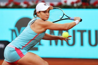 Ash Barty delivers a backhand during her victory over Iga Swiatek.
