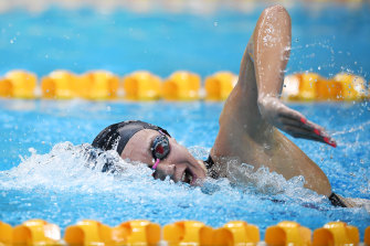 Ariarne Titmus competes in her Women's 400 metre freestyle heat