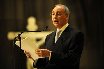 Paul Keating delivers a eulogy for Geoffrey Tozer at St Patrick's Cathedral in 2009.