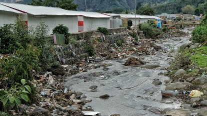 Earthquake triggers deadly landslide on Indonesia's Lombok island
