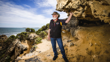 Robert Lowe wants to tell his family story of an Aboriginal massacre in Victoria's west.