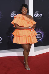 Tiny bag, big impact ... Lizzo at the American Music Awards with her rare Valentino.