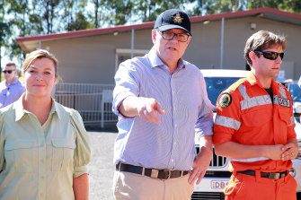 Jenny Morrison and her husband  Prime Minister Scott Morrison visit the Penrith unit of the NSW State Emergency Service on Saturday.