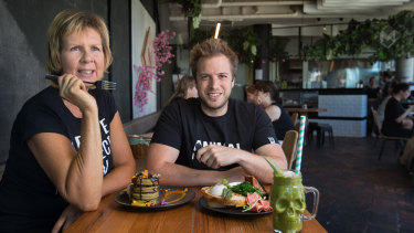 Ginger Scott and James Persson have teamed up for vegan tours of Melbourne.