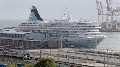 WA coronavirus LIVE: Cruise ship passengers 'too sick to fly' brought to Perth hotel