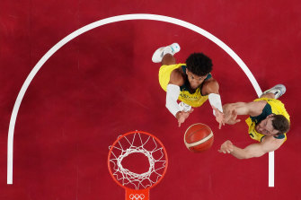 Matisse Thybulle (left) and Nic Kay (right) control a rebound.