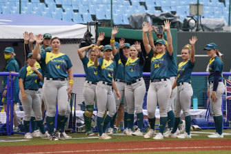 The Australians wave to their opponents after their 1-0 win.