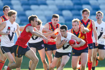 Sam Flanders bursts from a pack for Victoria Country this year.