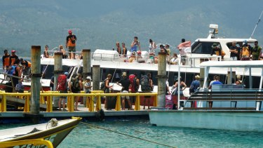 A speedboat drops and picks up tourists at Gili Air harbour.