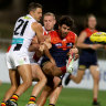 As it happened: Melbourne Demons win a thriller against St Kilda Saints to boost finals hopes