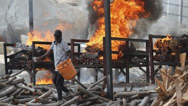 Cremation amid India's massive outbreak.