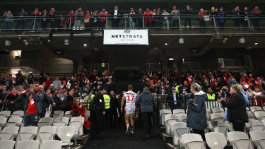 Jack de Belin leaves the field after his return to the NRL on Thursday.