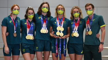 Medallists Emily Seebohm, Kaylee McKeown, Cate Campbell, Emma McKeon, Ariarne Titmus and Izaac Stubblety-Cook.