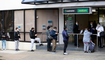 Queues outside Centrelink expanded as lockdowns kicked in earlier this year to stop the spread of the COVID-19 Delta strain.