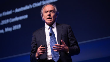 Scientists have taken the rare step of speaking out about Chief Scientist Dr Alan Finkel's support for the use of gas as a transition fuel to a cleaner energy system.