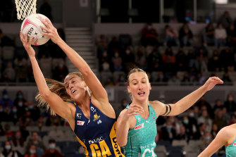 Cara Koenen of the Lightning and the Vixens' Emily Mannix battle for possession.