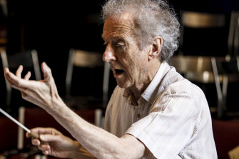 Anthony Negus in Fidelio rehearsals.