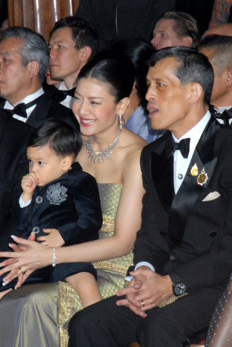 Vajiralongkorn with his third wife, Srirasmi, and their son, Dipangkorn, at Paris Fashion Week in 2007.