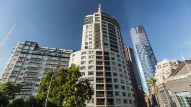 """The Quay West tower in Southbank,has a """"fin"""" made of flammable cladding that Melbourne City Council has ordered be removed."""