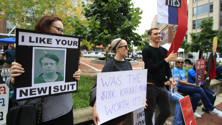 Protesters gather outside court for the first day of Paul Manafort's fraud trial.