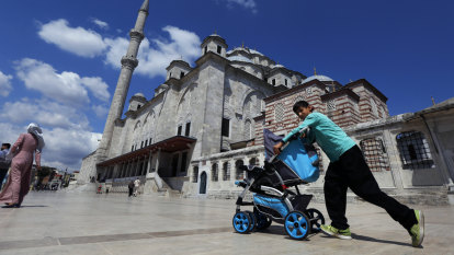 Once welcomed, Turkey now clamping down on Syrian refugees