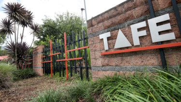 NSW Skills Minister Geoff Lee believes HECS should be afforded to TAFE students.