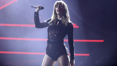 Swift performing at the AMAs on Wednesday.
