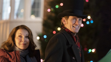 Elizabeth Perkins and Denis Leary in the stateside version of <i>The Moodys Christmas<i>.