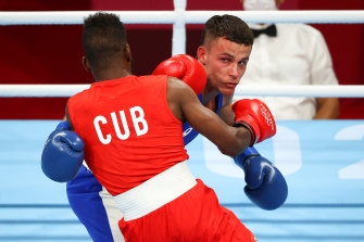 Harry Garside (right) takes on Cuban Andy Cruz.