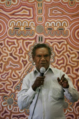 Harry Jakamarra Nelson speaking at a meeting in the NT where the Federal Government's Intervention into Aboriginal Communities was discussed.