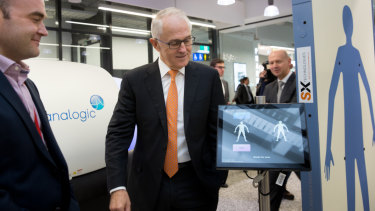 Prime Minister Malcolm Turnbull inspecting advanced security screening technology at Tullamarine Airport on Tuesday.