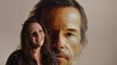 Artist Anne Middleton with her portrait of Guy Pearce. The painting has won the people's choice award at the Archibald exhibition.