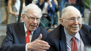 Berkshire Hathaway CEO Warren Buffett, left, and vice-chairman Charlie Munger in 2019.