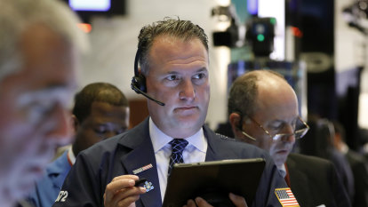 S&P 500 notches record, shakes off Cisco's gloomy outlook