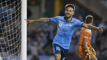 Milos Ninkovic wants to make a decision sooner rather than later about whether he will depart Sydney FC next season.