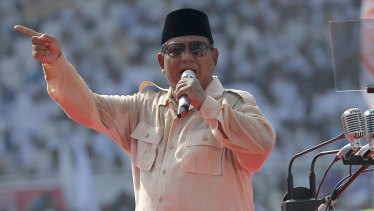 Prabowo strutting his populist stuff.