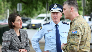 Premier Gladys Berejiklian with NSW Police Commissioner Mick Fuller and Brigadier Mick Garraway at the Victorian border checkpoint on Sunday.