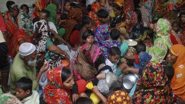 People crowd a shelter before Cyclone Amphan made landfall, in Shyamnagar, Shatkhira, Bangladesh.