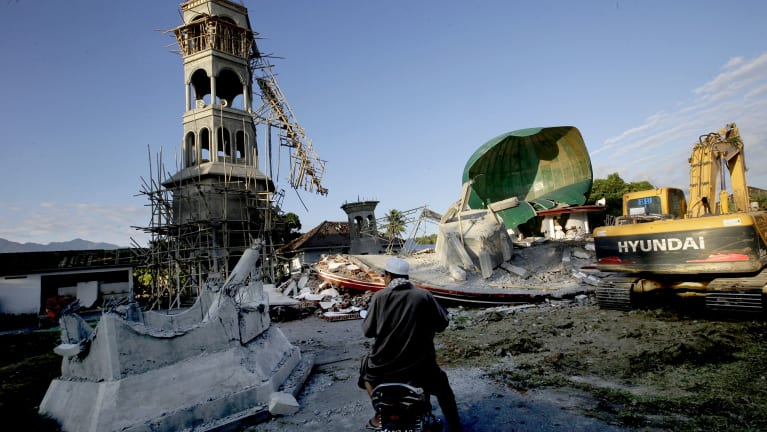 A damaged mosque in North Lombok.