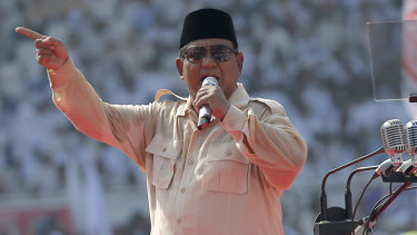 Prabowo strutting his populist stuff.