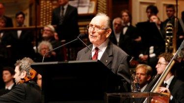 Graham Freudenberg at state memorial service for  Gough Whitlam in 2014.