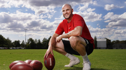 Australian punter puts NFL plans on hold