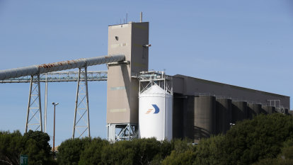 Alcoa's struggling Portland smelter secures lifeline with power deal, $160m in subsidies