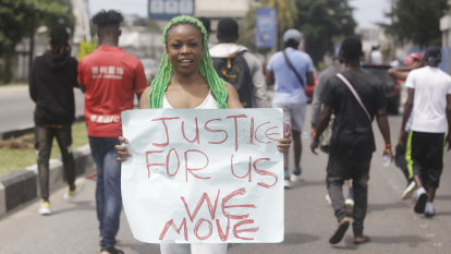 Protests against police brutality leave Nigerian cities gridlocked