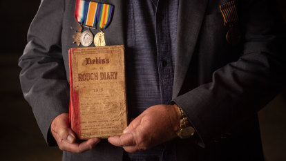 'I'm staggered': Family see soldier's WWI diary, 106 years after death