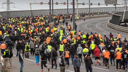 Melbourne protests LIVE: Daniel Andrews condemns demonstrations as police brace for more violence
