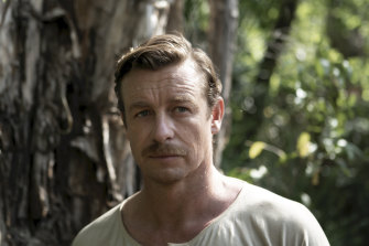 Simon Baker plays sniper Travis in High Ground