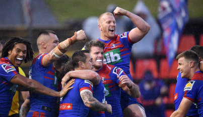 Pearce's return helps lift Knights to dour win over Warriors