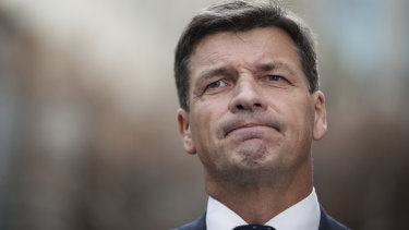 Energy Minister Angus Taylor has formally apologised to Sydney lord mayor Clover Moore in a three-paragraph letter.